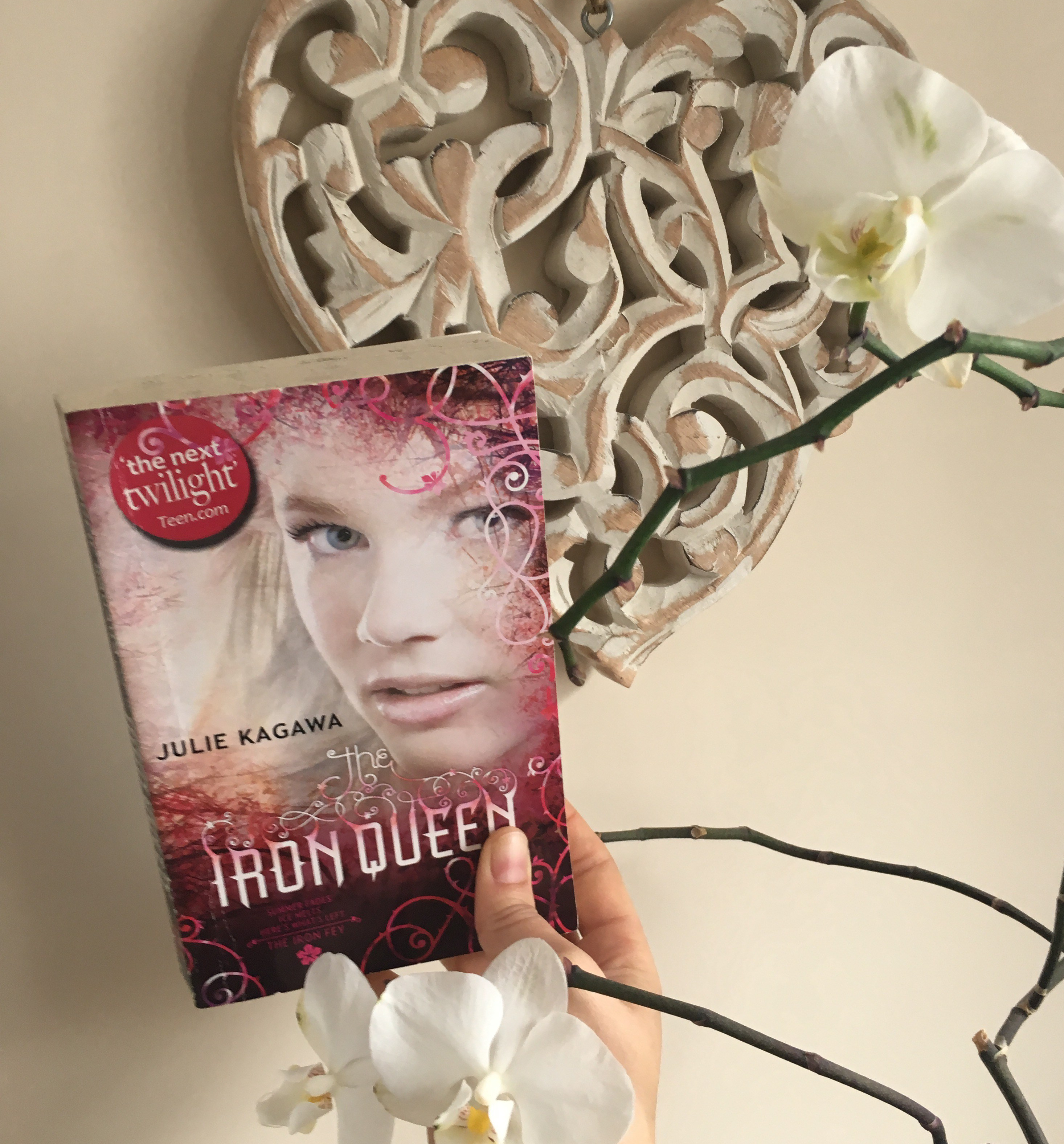 The Iron Queen Iron Fey series Julie Kagawa Lorraine Ambers review YA fantasy romance